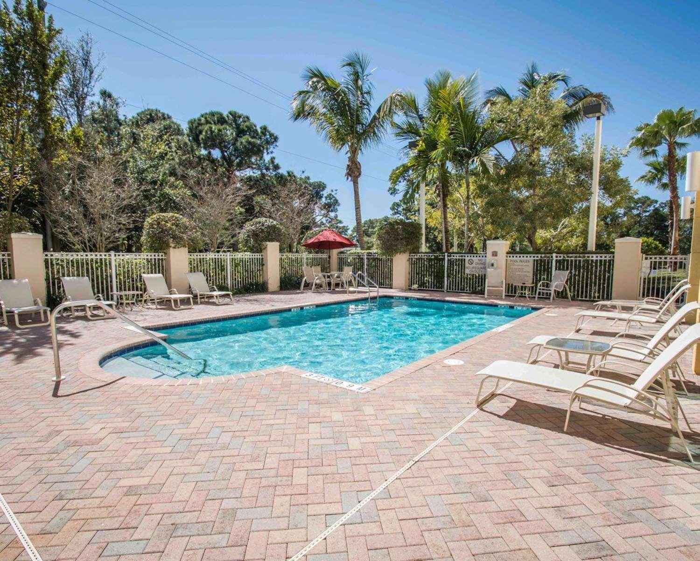 Pool - Comfort Inn & Suites Jupiter