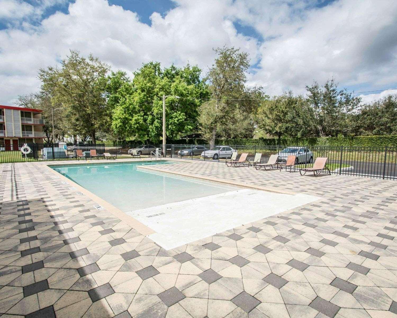Pool - Econo Lodge Kissimmee