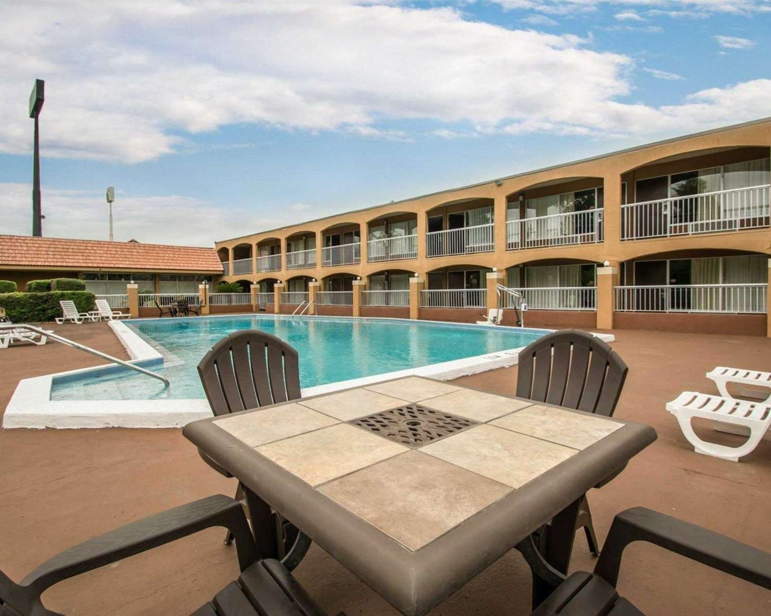 Pool - Quality Inn Alachua