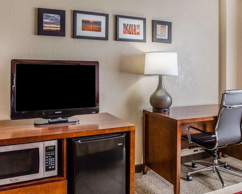 Room - Comfort Inn & Suites Lakeland