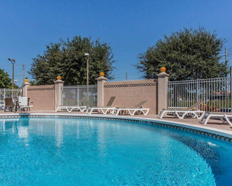 Pool - Comfort Inn & Suites Lakeland