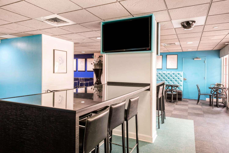 Restaurant - Quality Inn & Suites at Universal Studios Orlando