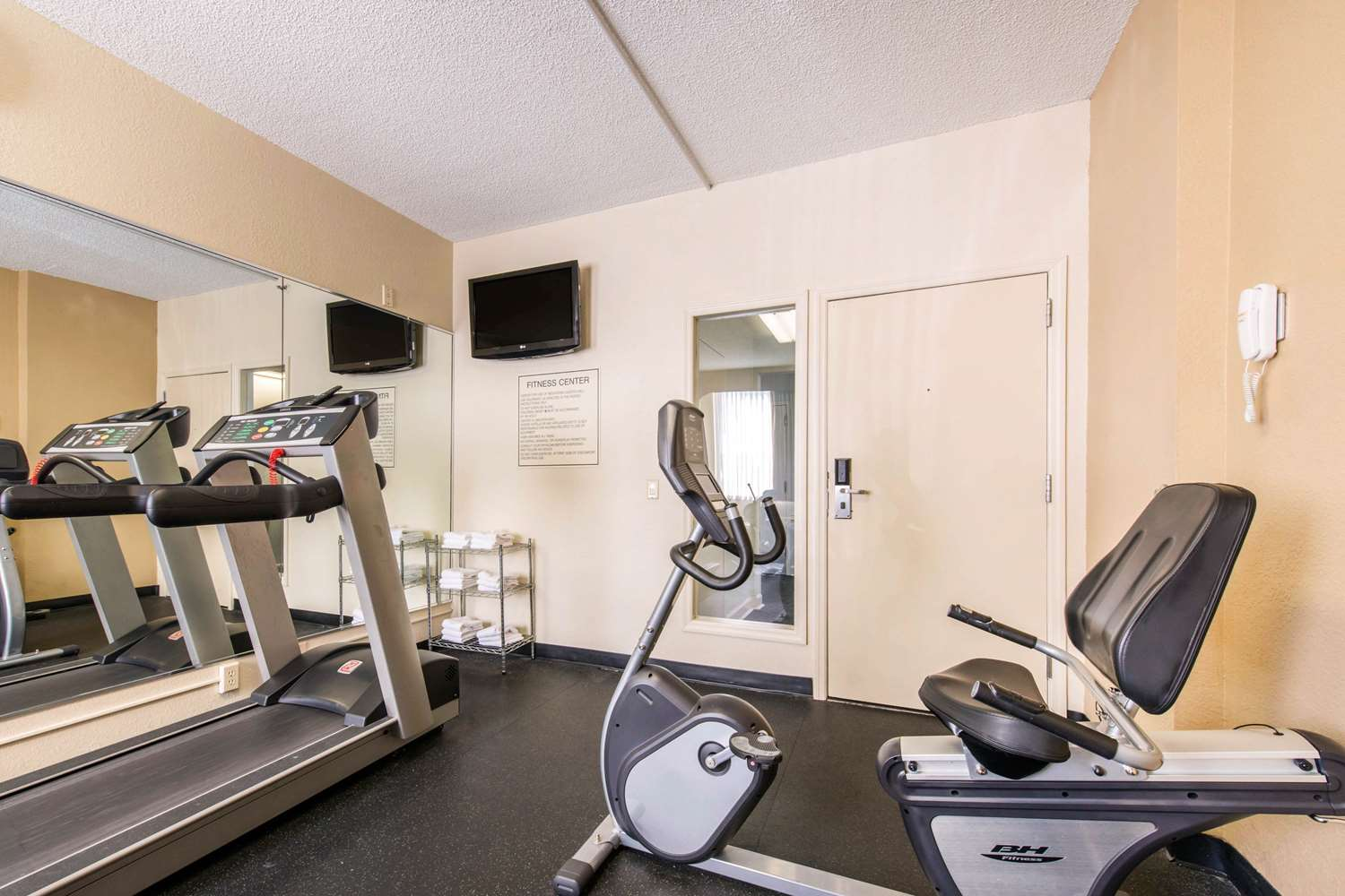 Fitness/ Exercise Room - Quality Inn & Suites at Universal Studios Orlando