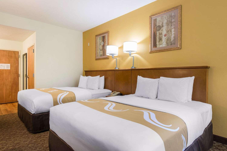 Room - Quality Inn & Suites at Universal Studios Orlando