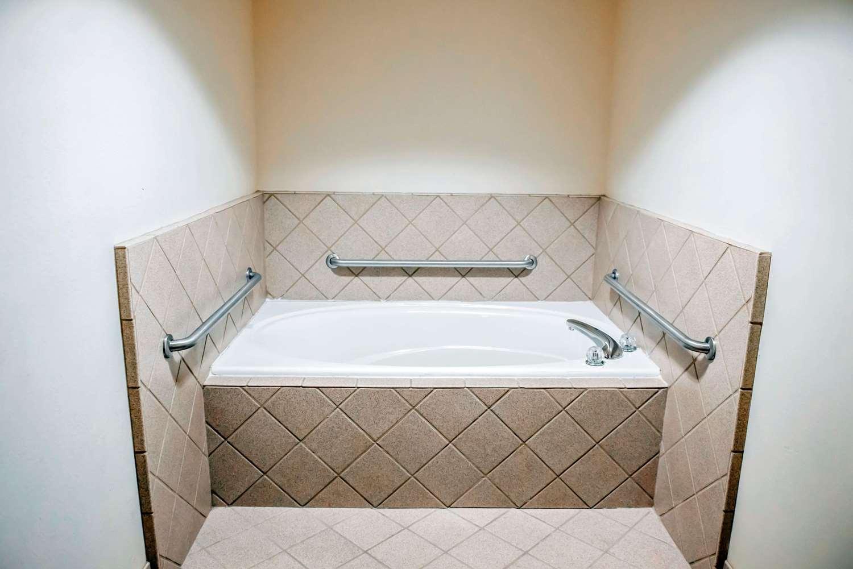 Room - Comfort Inn & Suites Chipley