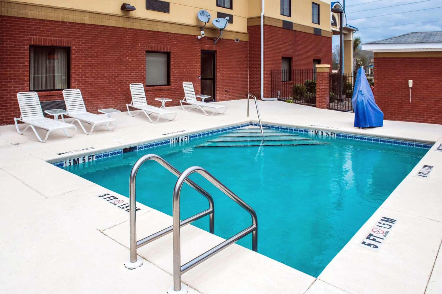 Pool - Comfort Inn & Suites Chipley