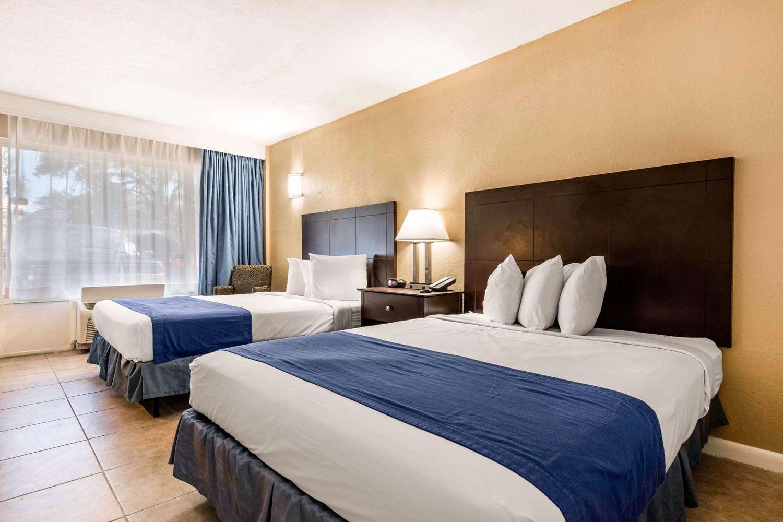 Room - Rodeway Inn & Suites Fort Lauderdale