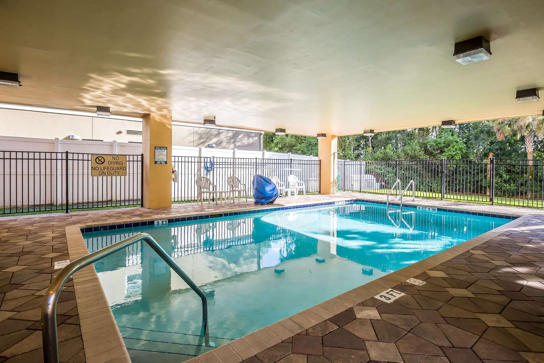 Pool - Comfort Suites West Jacksonville