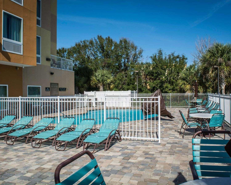 Pool - Comfort Suites at Fairgrounds Tampa