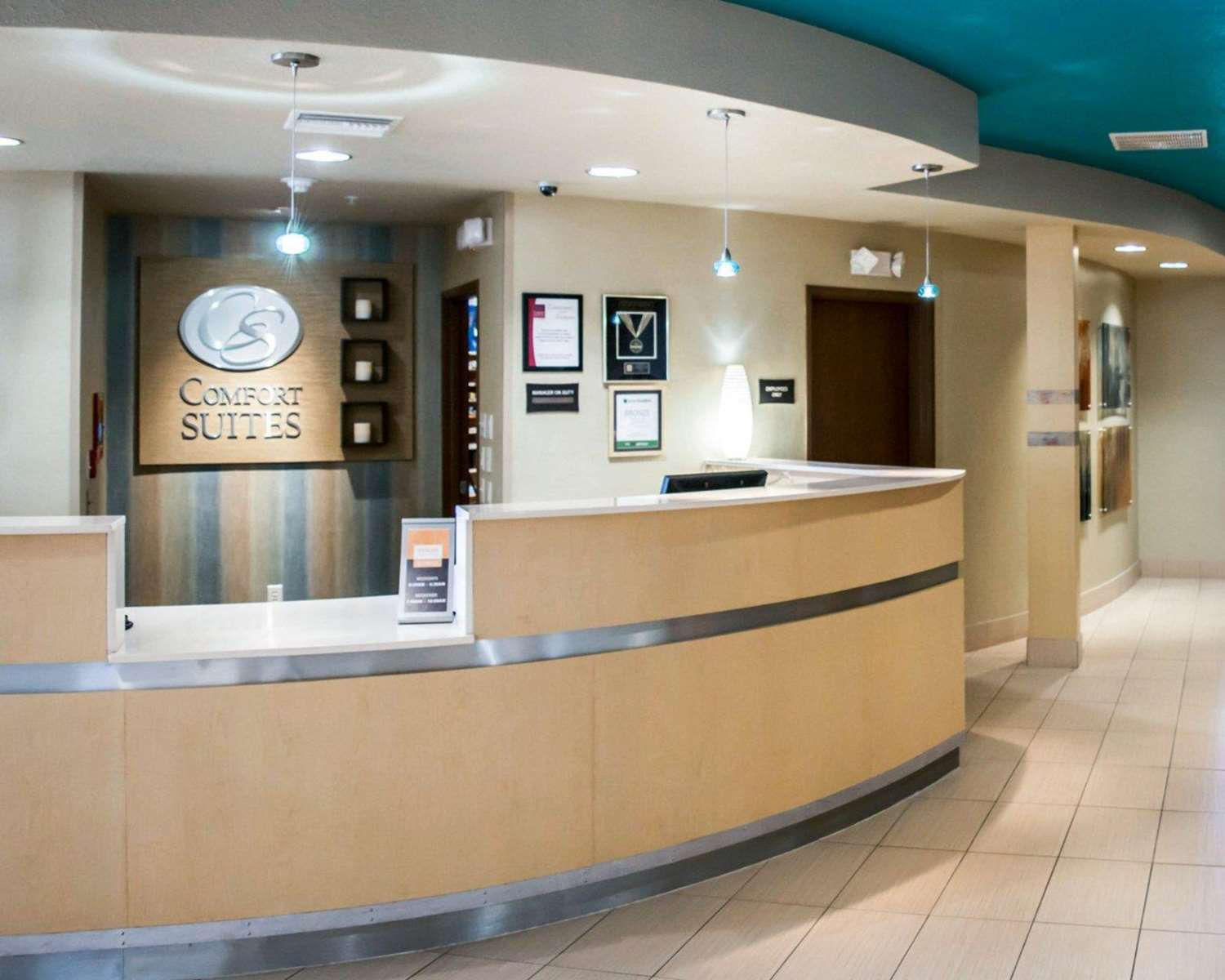 Lobby - Comfort Suites at Fairgrounds Tampa