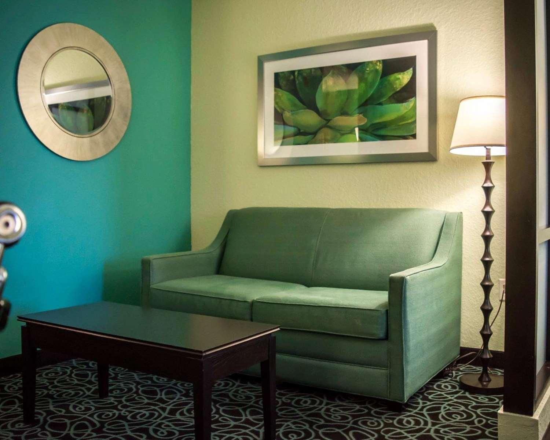 Room - Comfort Suites at Fairgrounds Tampa