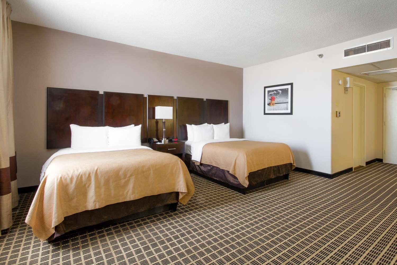 Room - Clarion Inn & Suites Miami Springs