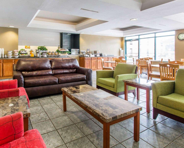 rodeway inn wesley chapel fl see discounts. Black Bedroom Furniture Sets. Home Design Ideas