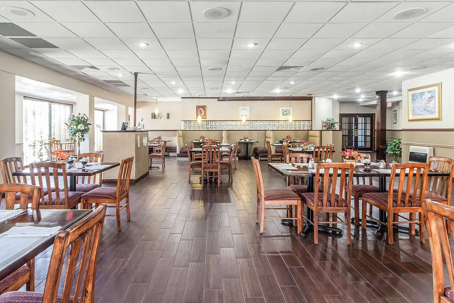Restaurant - Quality Inn & Suites Conference Center New Port Richey