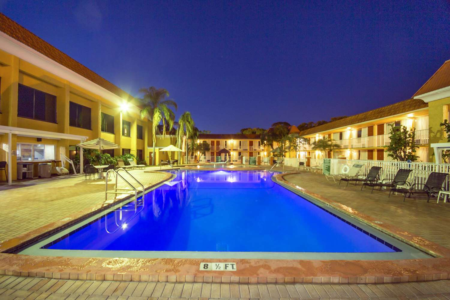 Pool - Quality Inn & Suites Conference Center New Port Richey
