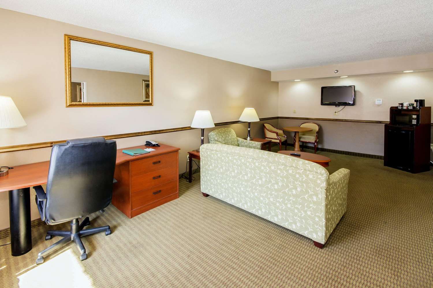 Suite - Quality Inn & Suites Conference Center New Port Richey