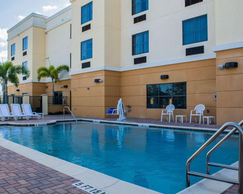 Pool - Comfort Suites Vero Beach