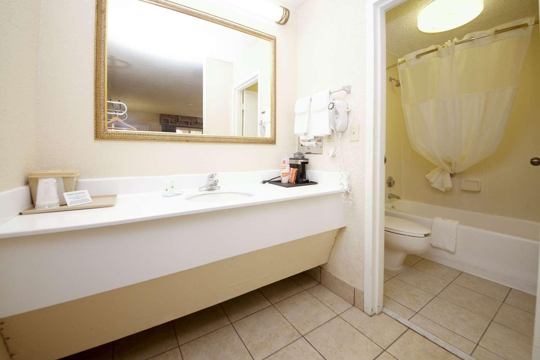 Room - Quality Inn Orange Park Jacksonville