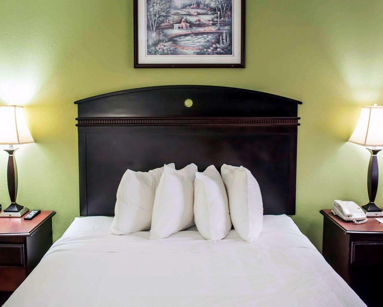 Room - Quality Inn Chipley