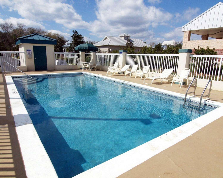 Pool - Quality Inn Chipley