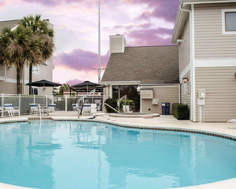 Pool - MainStay Suites Pensacola