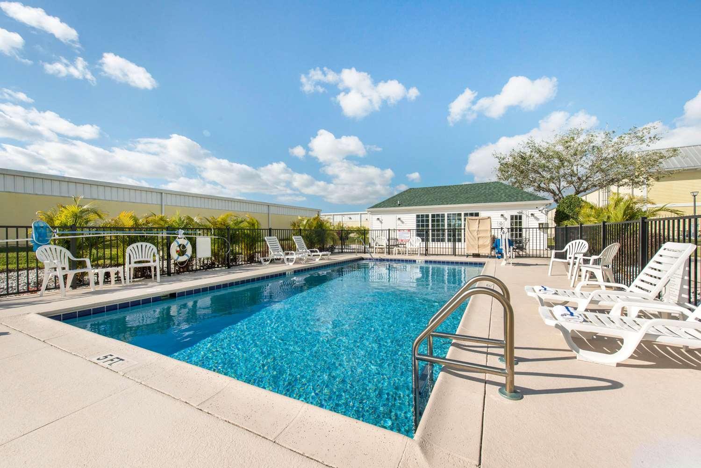 Pool - Quality Inn Palm Bay