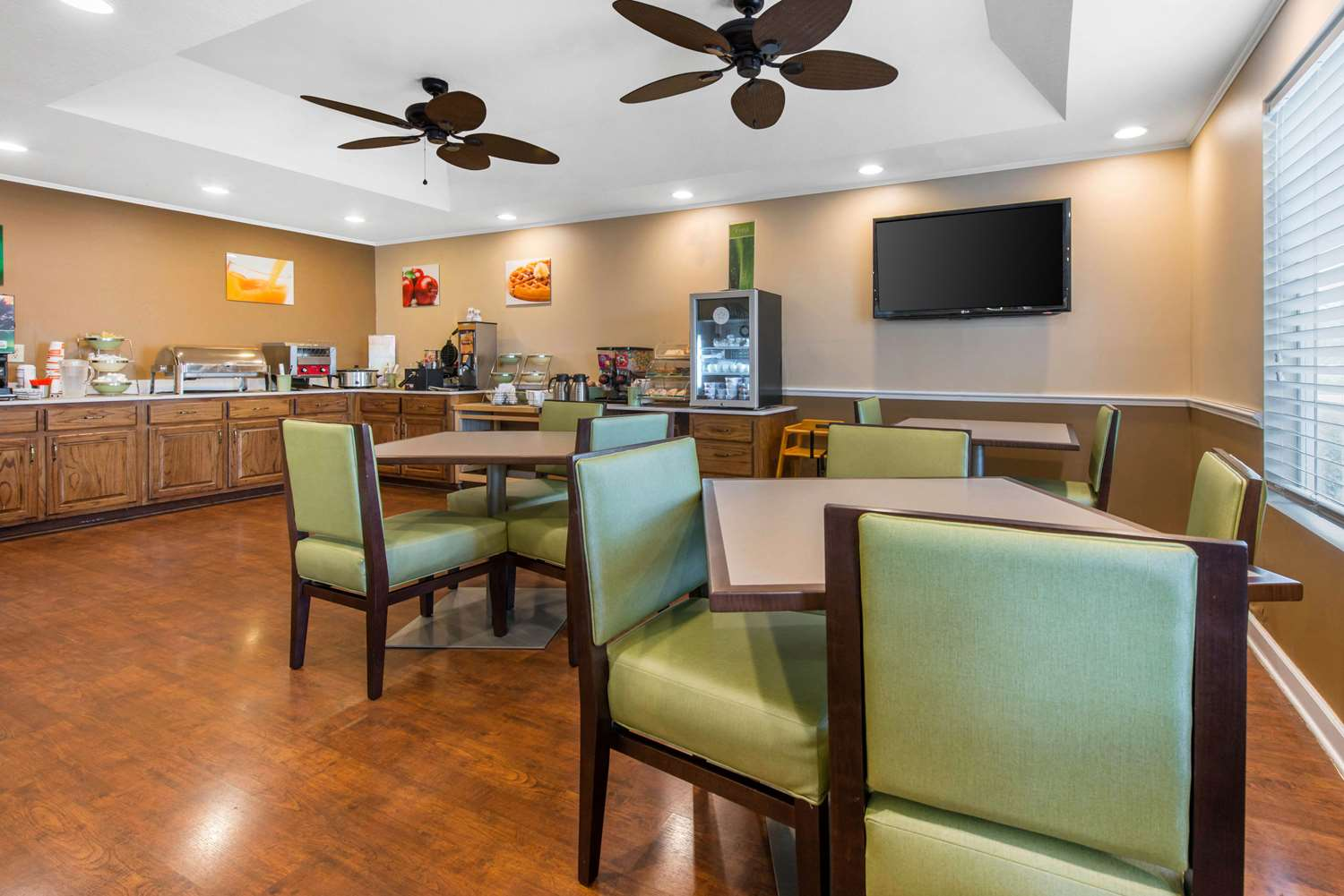 Restaurant - Quality Inn Palm Bay