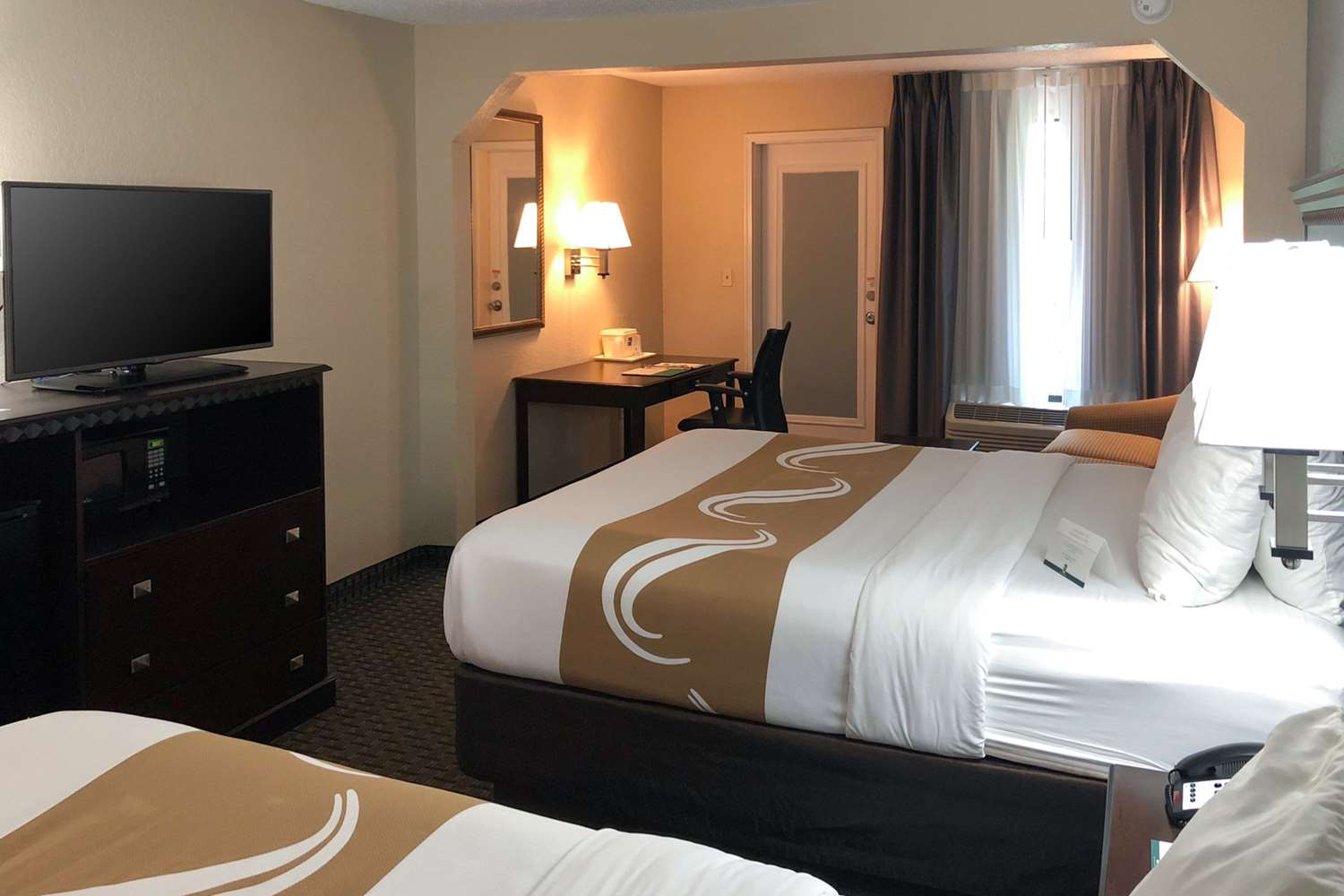Room - Quality Inn & Suites Miramar Beach