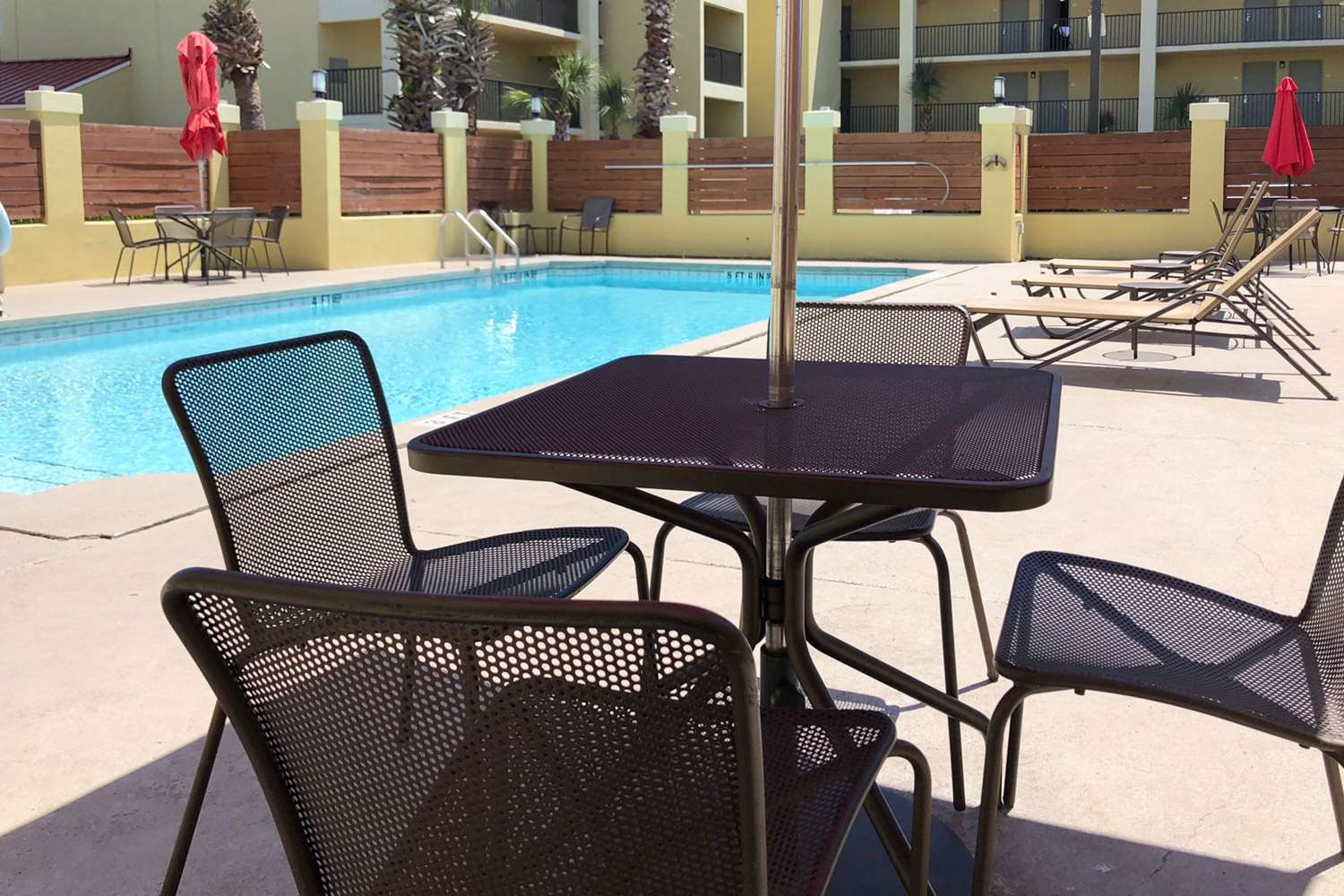 Pool - Quality Inn & Suites Miramar Beach