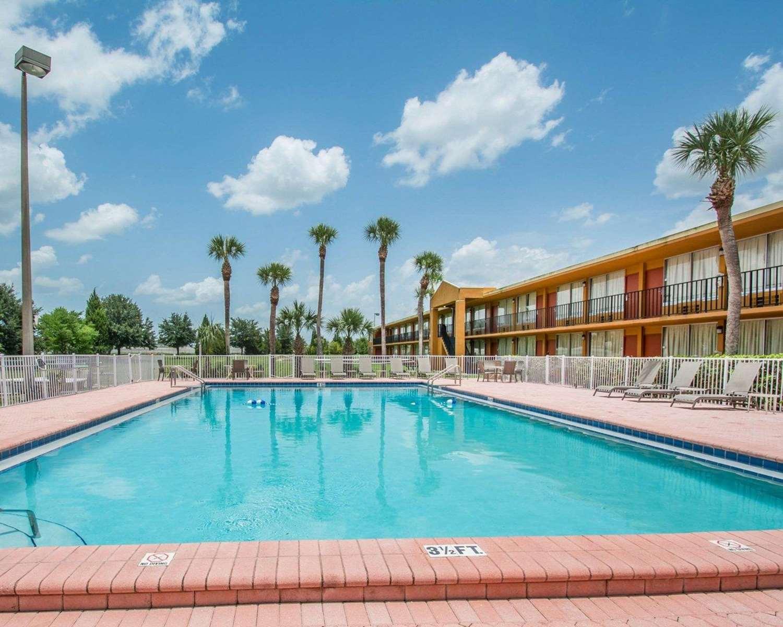 Pool - Quality Inn Maingate South Davenport