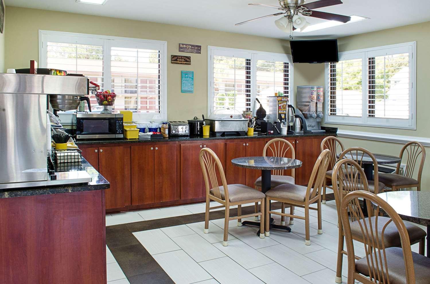 Restaurant - Rodeway Inn Panama City