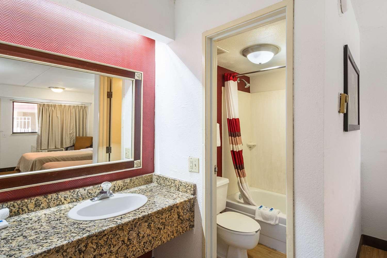 Suite - Rodeway Inn Busch Gardens Tampa