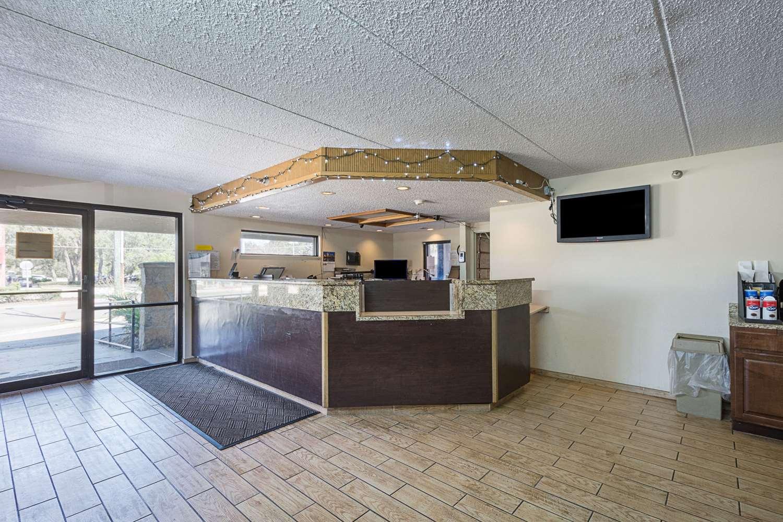 Lobby - Rodeway Inn Busch Gardens Tampa
