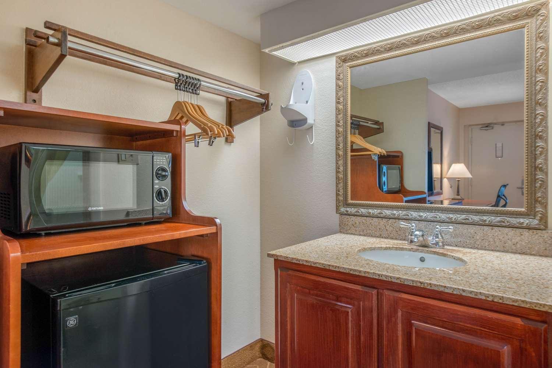 Room - Quality Inn Historic District Savannah