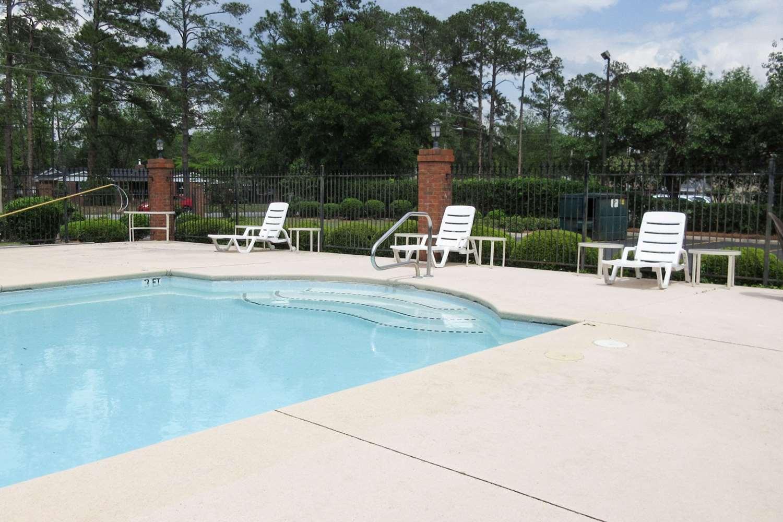 Pool - Econo Lodge Albany