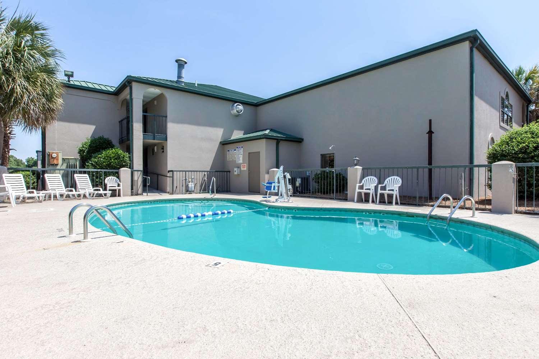 Pool - Quality Inn Cordele