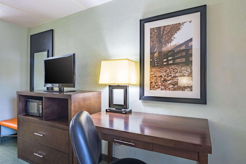 Room - Quality Inn Columbus