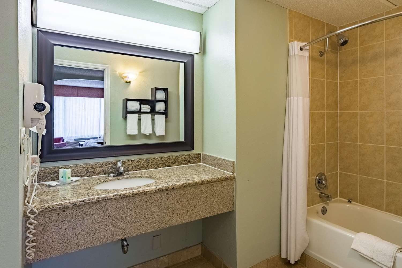 Suite - Quality Inn Columbus