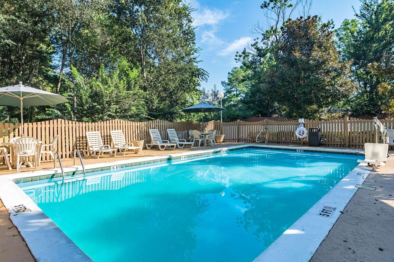 Pool - Quality Inn Columbus