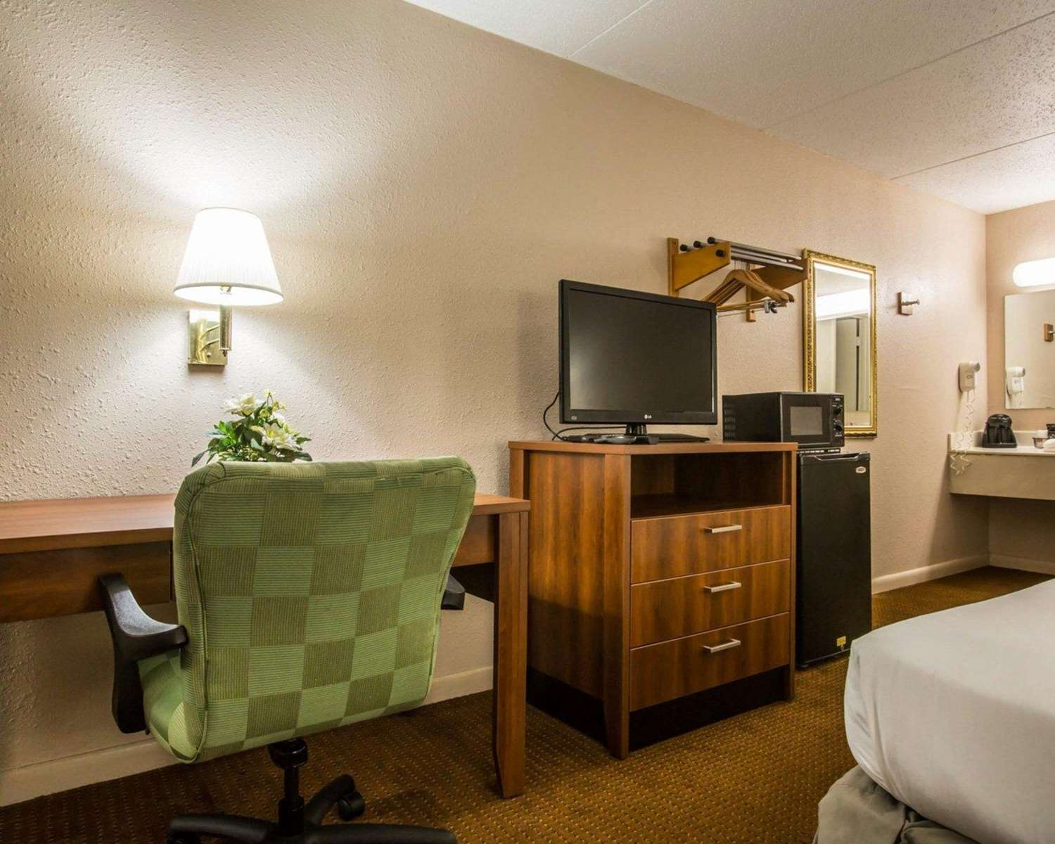 Suite - Econo Lodge Fort Benning Columbus
