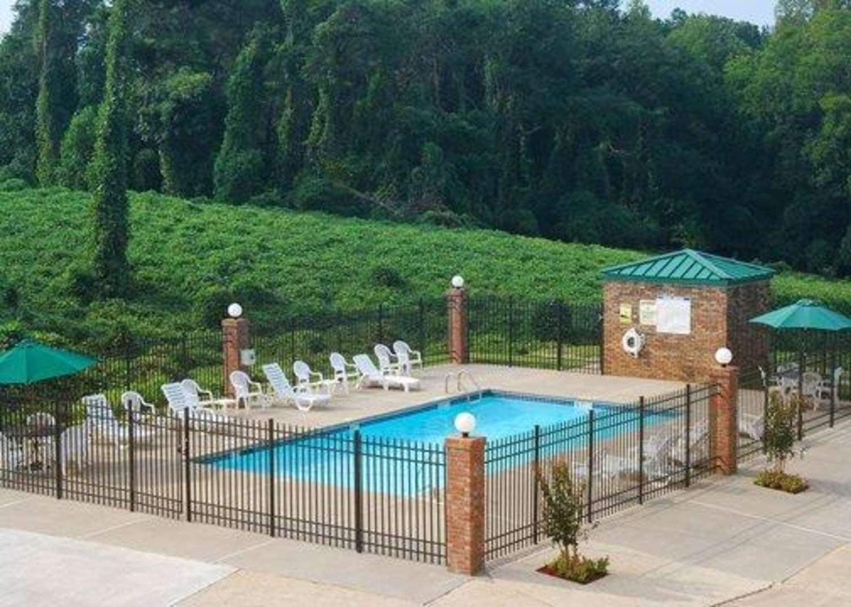 Pool - Quality Inn Dahlonega