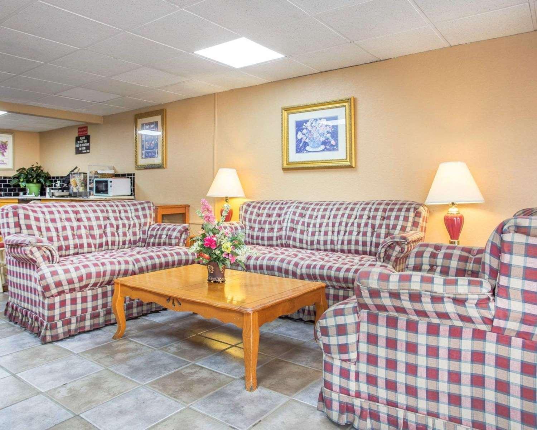 Lobby - Rodeway Inn Stone Mountain Tucker