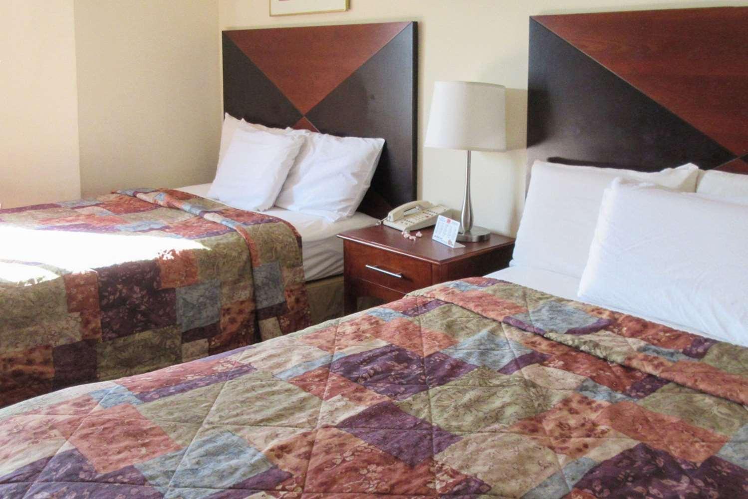 Room - Rodeway Inn Lavonia