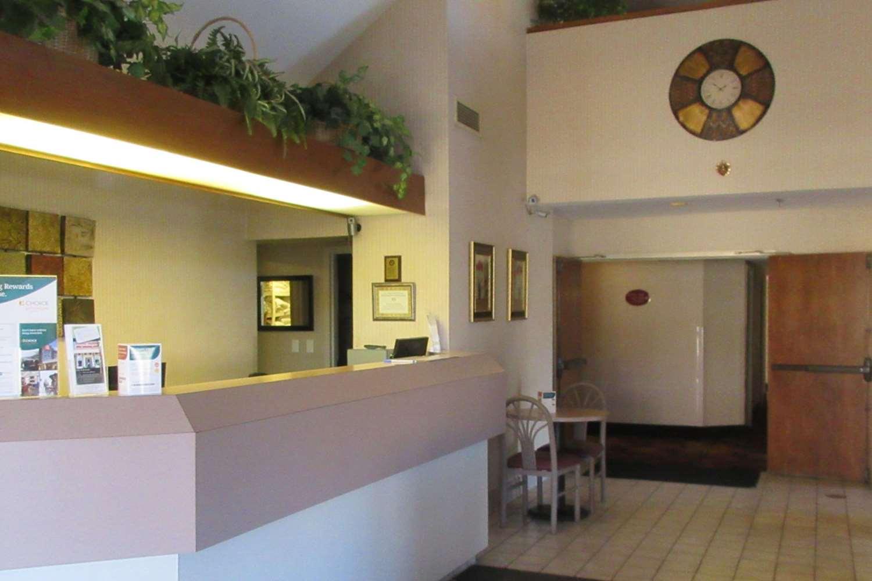 Lobby - Rodeway Inn Lavonia