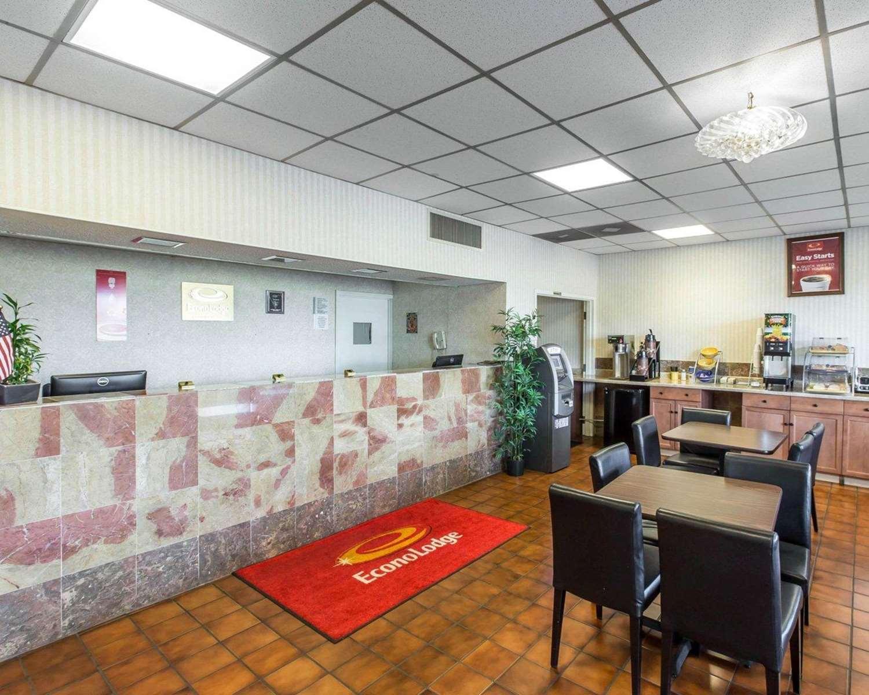 Lobby - Econo Lodge Calhoun