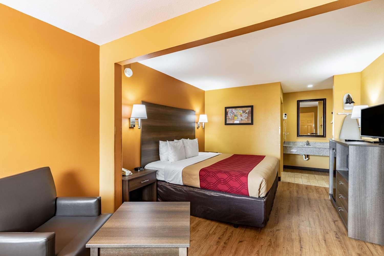 Room - Econo Lodge Kingsland