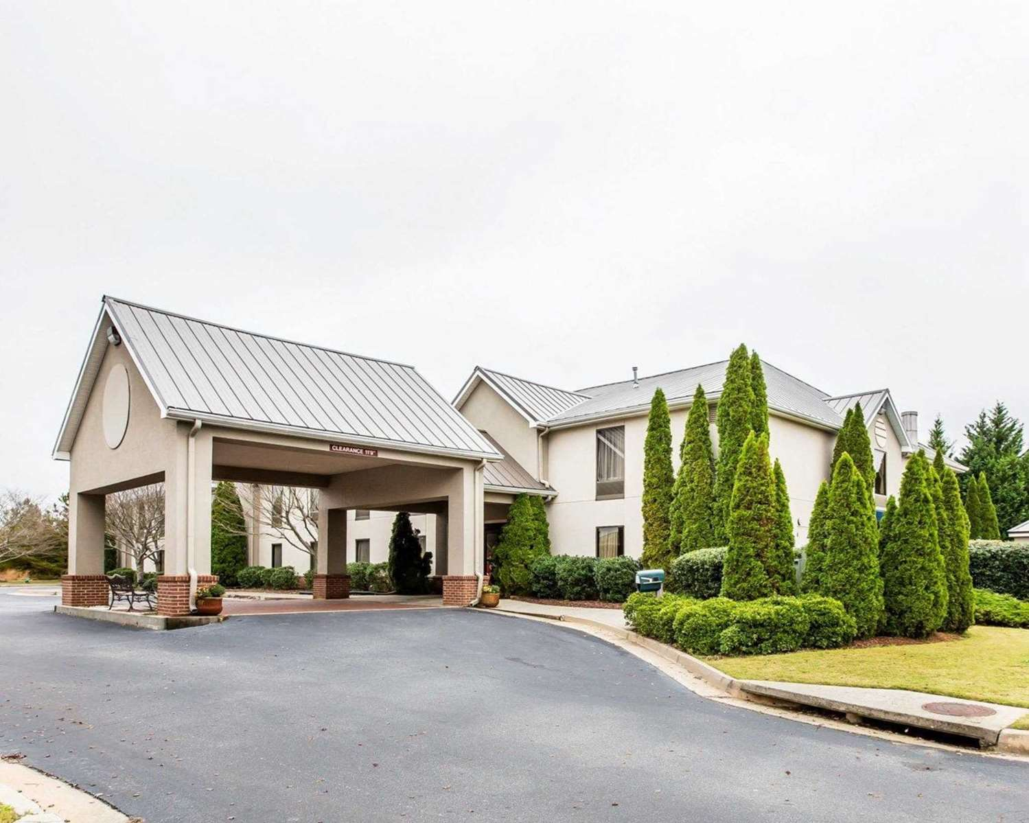 Exterior view - Quality Inn & Suites Dawsonville