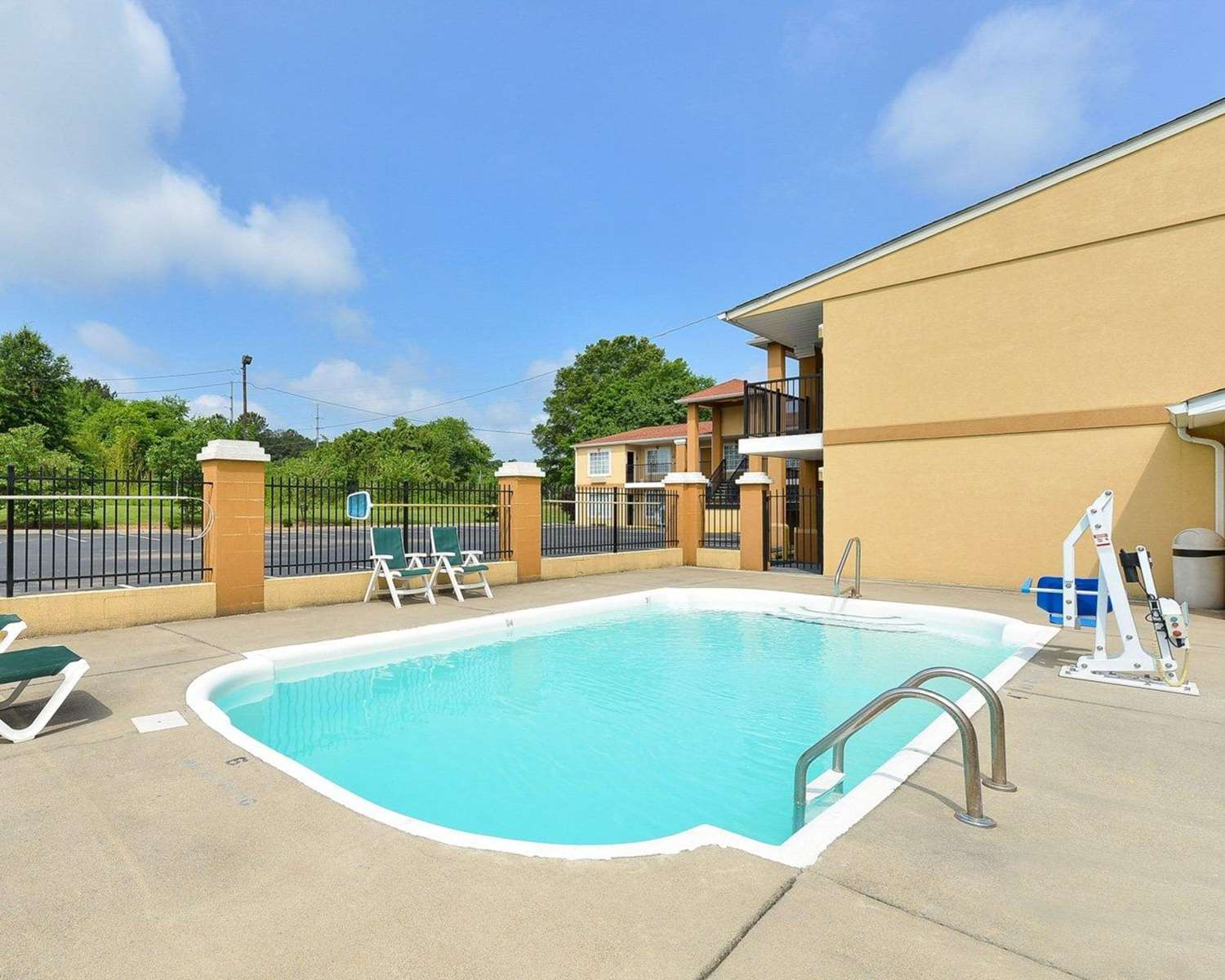 Pool - Quality Inn & Suites Cartersville