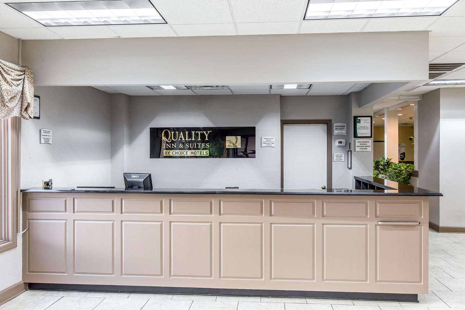 Lobby - Quality Inn & Suites Thomasville