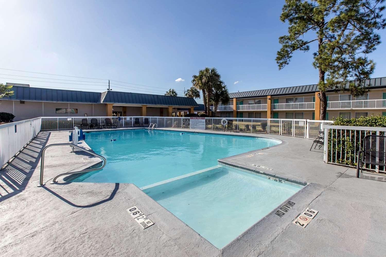 Pool - Quality Inn & Suites Thomasville